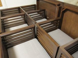 120401 机と椅子